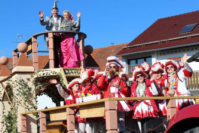 Grosser Faschingsumzug In Hainzell Tanz Auf Allen Fluren Fotos